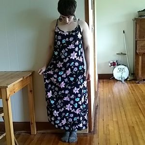 SCHEMES LONG DRESS BLACK WITH FLOWERS STRAPS